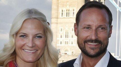 Haakon y Mette Marit de Noruega hablan de su historia de amor en la radio para celebrar su aniversario