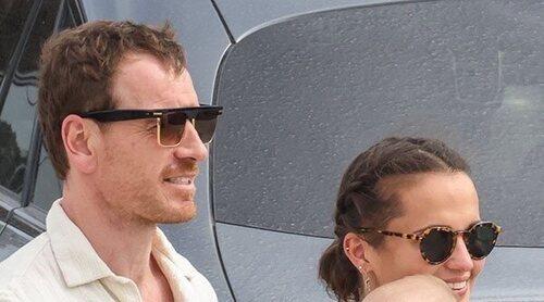 Michael Fassbender y Alicia Vikander han sido padres: así disfrutan del verano con su hijo en Ibiza