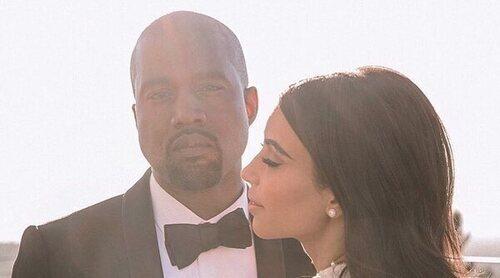 Kim Kardashian 'se casa' de nuevo con Kanye West en pleno proceso de divorcio en el último evento de 'Donda'