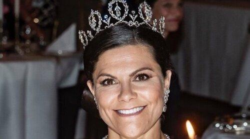 La Familia Real Sueca recupera el esplendor de las cenas de gala: tiaras, una ausencia y un recordado vestido