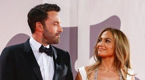 El espectacular posado de enamorados de Jennifer Lopez y Ben Affleck en el Festival de Venecia 2021