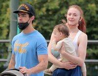 Joe Jonas y Sophie Turner, una familia feliz de paseo con su hija Willa