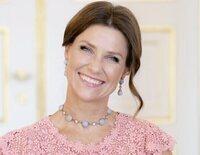 El posado de Marta Luisa de Noruega por su 50 cumpleaños: radiante, royal y sonriente