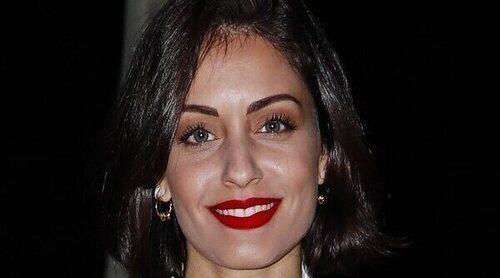 Hiba Abouk disimula su embarazo en una exposición en París tras confirmarse que espera su segundo hijo