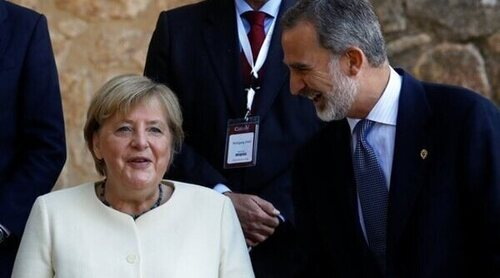 El Rey Felipe entrega a Angela Merkel el Premio Europeo Carlos V por su labor política en Europa