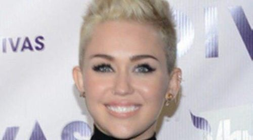 Miley Cyrus, Demi Lovato, Natasha Bedingfield y Kelly Rowland suben al escenario de la gala VH1 Divas 2012