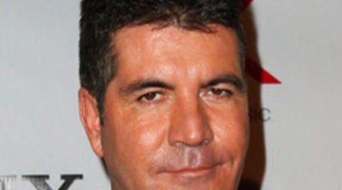 Simon Cowell, juez 'The X Factor', confirma que está saliendo con Carmen Electra