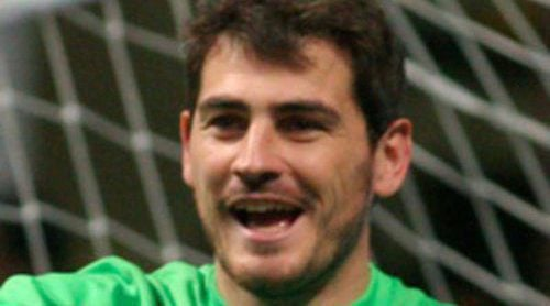 Melendi, Santiago Segura, Guti, Florentino Fernández y Llorente juegan con Iker Casillas el 'Partido x la ilusión'