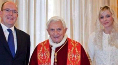 Los Príncipes Alberto y Charlene de Mónaco realizan una solemne visita al Papa Benedicto XVI en el Vaticano