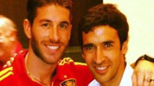Sergio Ramos aprovecha la visita de Raúl a 'La Roja' en Catar para hacerse una foto con él