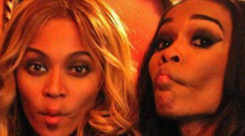 Beyoncé y sus compañeras de Destiny's Child Kelly Rowland y Michelle Williams se divierten juntas