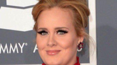 Adele se hace un tatuaje que podría ser un homenaje a su hijo Angelo