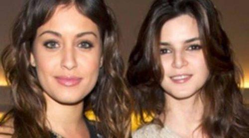 Hiba Abouk, Clara Lago, María León y Eva González no pierden detalle del desfile de Antonio García