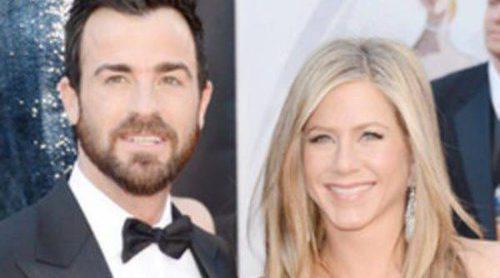 Jennifer Aniston y Justin Theroux y George Clooney y Stacy Keibler: las parejas de los Oscar 2013