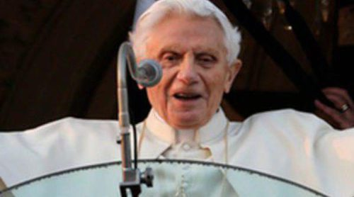 Benedicto XVI llega a Castel Gandolfo en helicóptero tras despedirse entre aplausos del Vaticano
