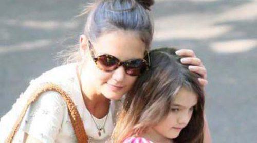 Katie Holmes frena la carrera de su hija Suri como modelo infantil