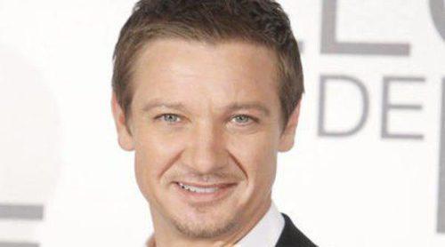 Jeremy Renner vuelve al rodaje de lo nuevo de David O. Russell con Jennifer Lawrence tras ser padre