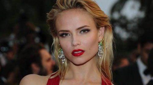 La modelo rusa Natasha Poly anuncia que está embarazada de su primer hijo