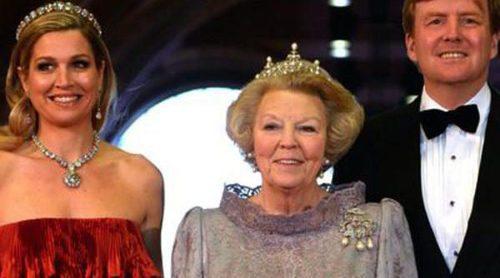 La Reina Beatriz de Holanda se despide del Trono acompañada por la realeza de todo el mundo