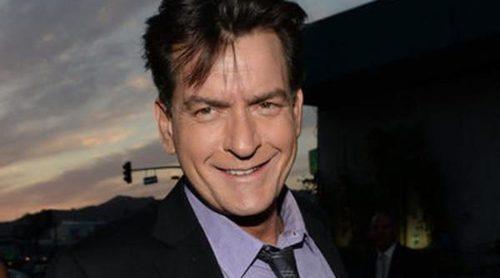 Charlie Sheen apoya que Denise Richards cuide de los hijos que tuvo con Brooke Mueller