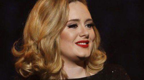 Adele se va de juerga con Simon Konecki para celebrar su 25 cumpleaños