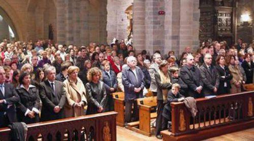 Familiares, amigos y el pueblo navarro dicen adiós a Alfredo Landa en un funeral en Pamplona