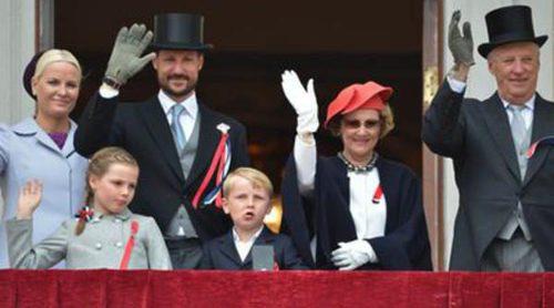 Los Reyes, los Príncipes Haakon y Mette-Marit y sus hijos Ingrid Alexandra y Sverre Magnus celebran el Día de Noruega