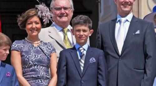 El Príncipe Nicolás de Dinamarca celebra su confirmación acompañado de la Familia Real