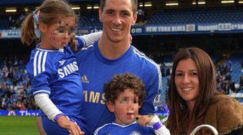 Fernando Torres celebra con Olalla Domínguez y sus dos hijos el triunfo del Chelsea en la Europa League
