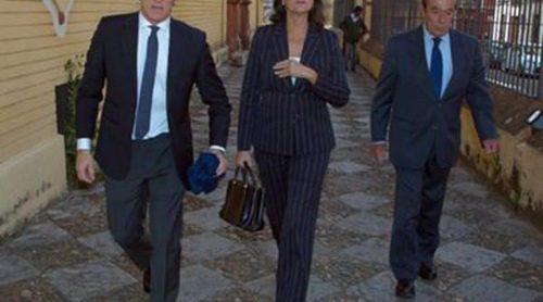 Alfonso Díez, Curro Romero y Carmen Tello acuden al funeral de Pepe Luis Vázquez