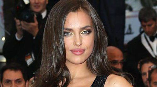 Irina Shayk y Alessandra Ambrosio arropan a Robert Redford en el estreno de 'All is lost' en Cannes 2013
