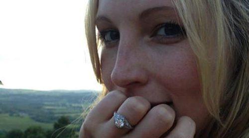 La actriz de 'Crónicas Vampíricas' Candice Accola anuncia su compromiso con el guitarrista Joe King