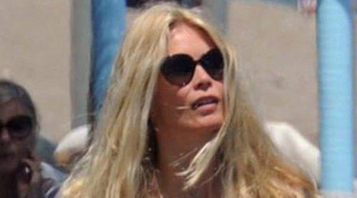 Claudia Schiffer disfruta de las playas de Marbella en compañía de su marido y sus tres hijos