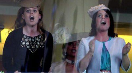Beatriz y Eugenia de York, entusiasmadas con la victoria del caballo de la Reina Isabel en Ascot