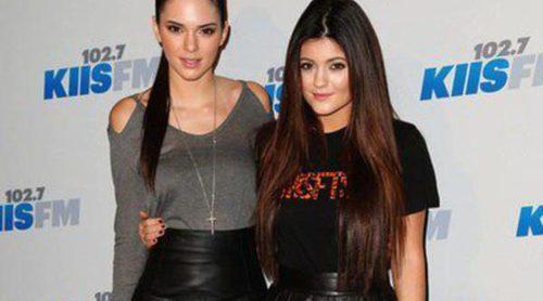 Kendall y Kylie Jenner se trasladan a una mansión en Malibú junto a su padre Bruce Jenner