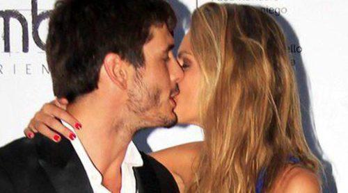 Amaia Salamanca y Yon González recrean el final feliz de 'Gran Hotel' con un romántico beso