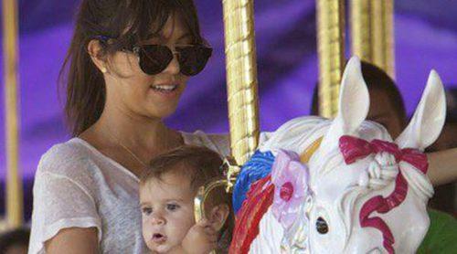 Kourtney Kardashian disfruta de un día en Disneyland con Scott Dissick y sus hijos Penelope y Mason
