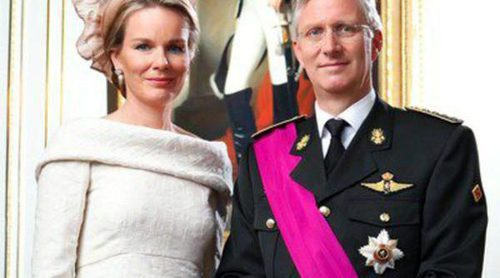 Los Reyes Felipe y Matilde de Bélgica y el resto de la Familia Real estrenan retratos tras la coronación