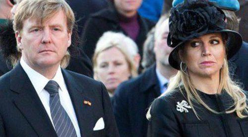Guillermo Alejandro y Máxima de Holanda y sus hijas regresan de Grecia por la muerte del Príncipe Friso
