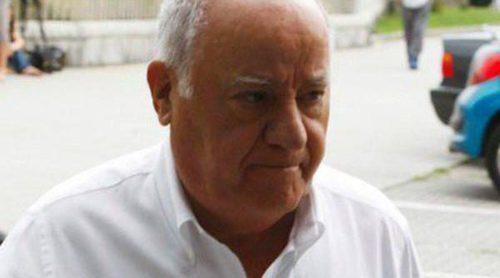 Amancio Ortega acude a la capilla ardiente de su exmujer Rosalía Mera