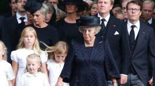 La Princesa Beatriz y el resto de la Famila Real entierran a Friso de Holanda en la más estricta intimidad
