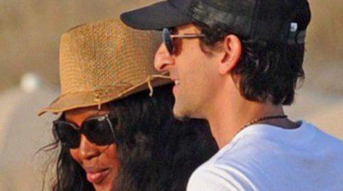Naomi Campbell y Adrien Brody disfrutan de una jornada de playa en Formentera