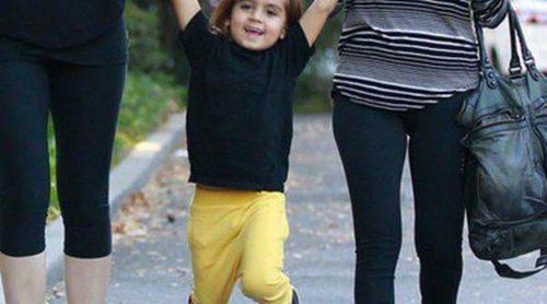 Mason Disick se lo pasa en grande jugando con su madre Kourtney Kardashian y su tía Khloe Kardashian