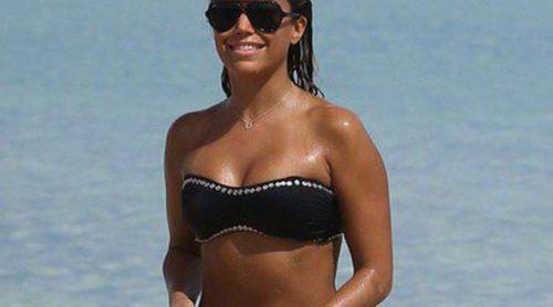Sylvie van der Vaart luce cuerpo en la playa y disfruta de la compañía de su hijo en Miami