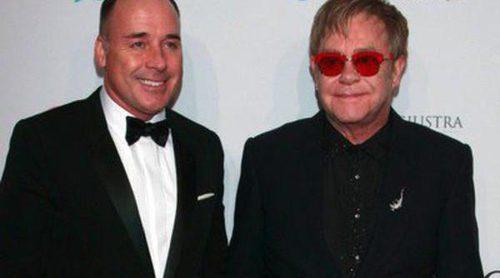Elton John premia a Hillary Clinton en compañía de Alec Baldwin y Courtney Love