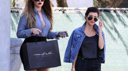 Khloe Kardashian se apoya en su hermana Kourtney para superar sus problemas personales