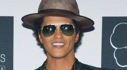 Bruno Mars estrena el videoclip de 'Gorilla', protagonizado por la actriz Freida Pinto