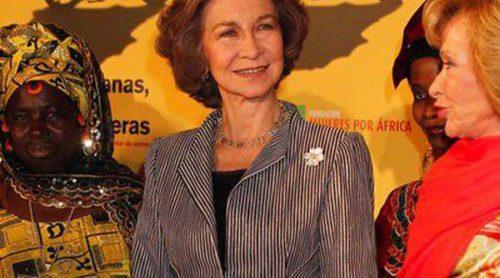 La Reina Sofía se mezcla con Elena Furiase y Marisa Paredes en el estreno del documental 'Manzanas, pollos y quimeras'