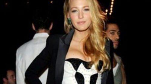 Blake Lively, Kesha y Emma Roberts brillan en el desfile de Versace para H&M