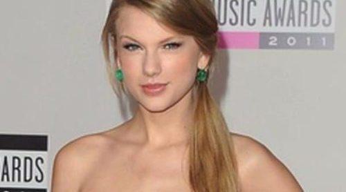 Justin Bieber, Selena Gomez, Taylor Swift y Joe Jonas protagonizan la alfombra roja de los American Music Awards 2011